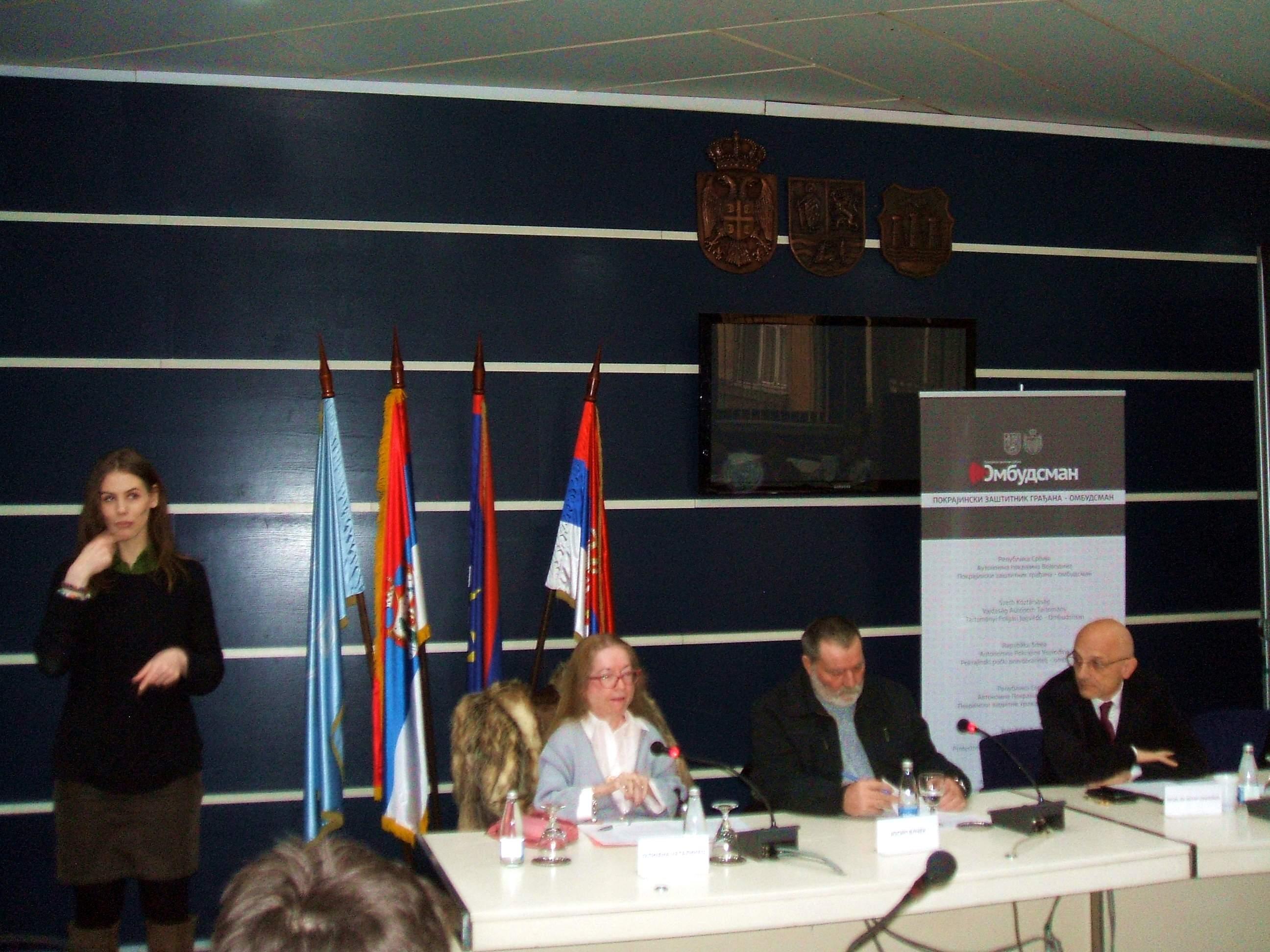 Детаљ са округлог стола, излагање Јулијане Чаталинац